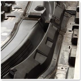 1300トン成形対応金型